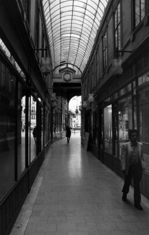 Passing Strangers, Passage Du Ponceau