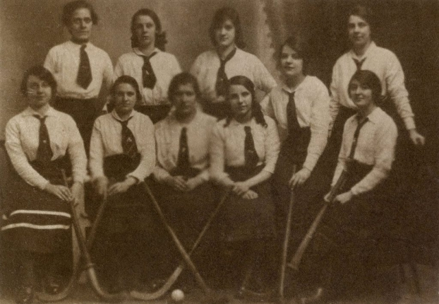 Van Dyke print: Hockey team 1910s